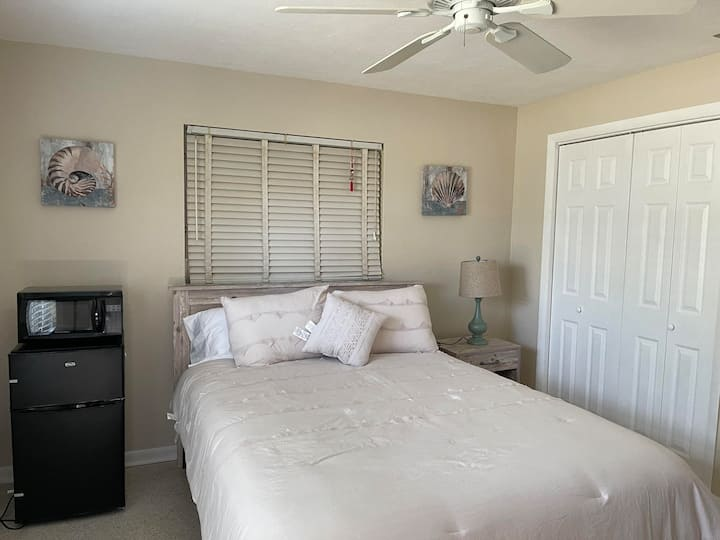Private suite in the heart of South Fort Myers!!