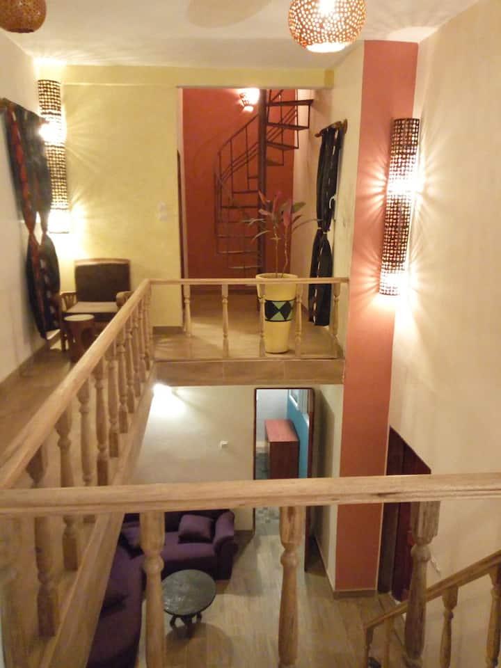 Triplex et duplex meublés