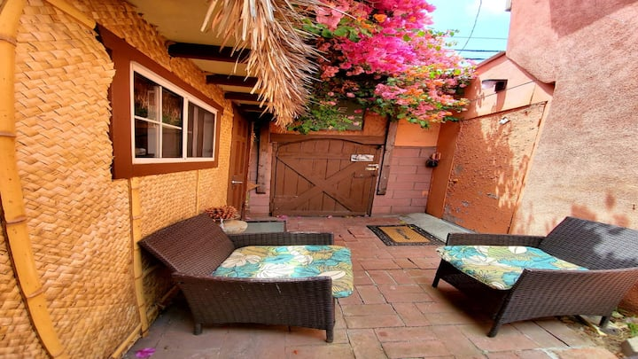 *NEW* The Tiki Love Shack @ Venice Beach