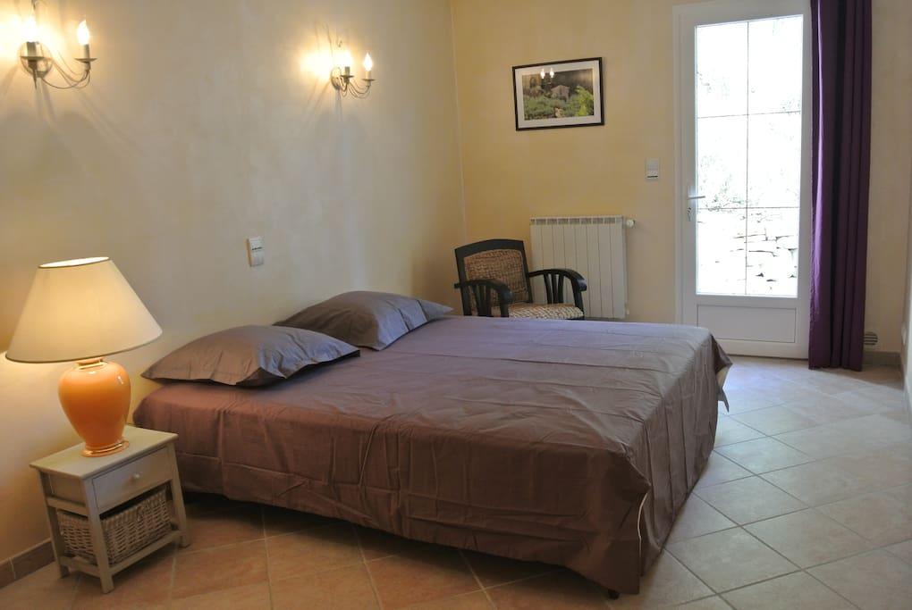 chambre 15m² avec literie neuve 160x200