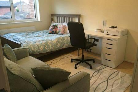 TWO BEDROOM FLAT - Beeston - Lejlighed