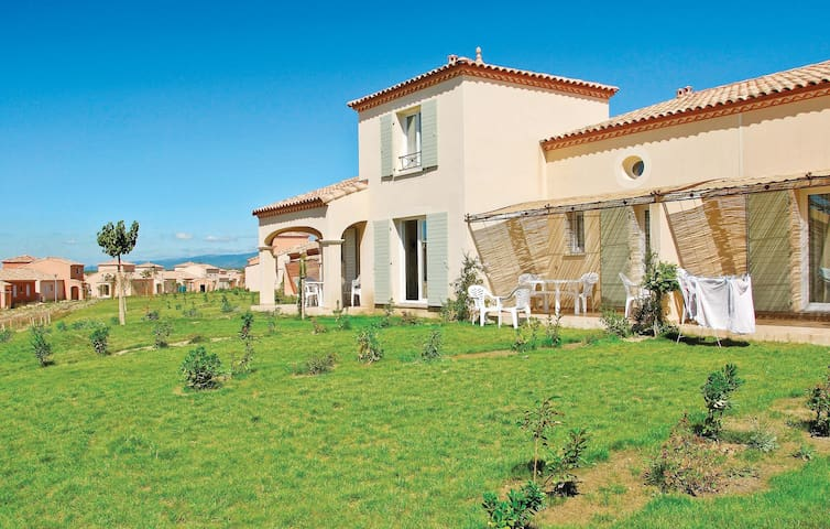 Holiday cottage with 2 bedrooms on 73 m² in Homps