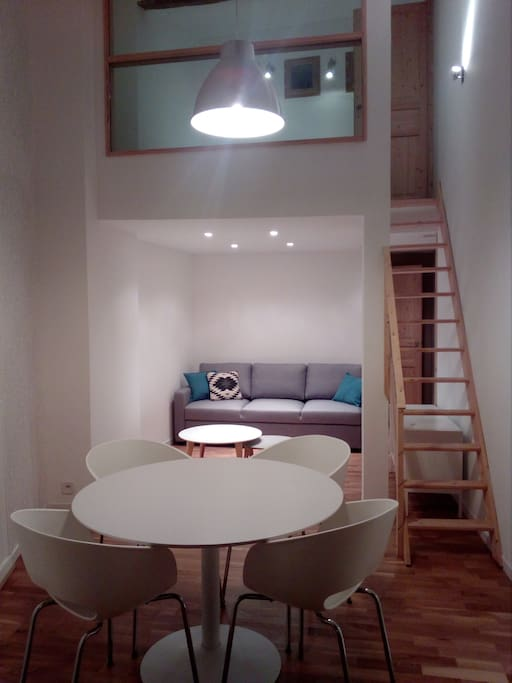 Bel appartement atypique et confortable apartments for for Appartement atypique