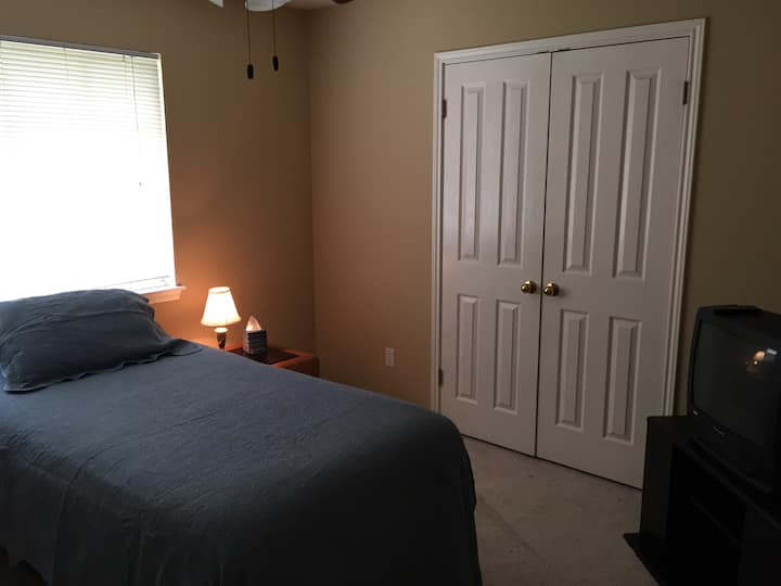 Calm, quiet, single-person room in Round Rock!