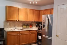 Layton Apt. Is Only 20 Min Ride into Manhattan, NY
