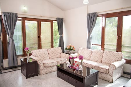 Amazing 3 Bedroom in PRIME Koregaon Park!!! - Pune