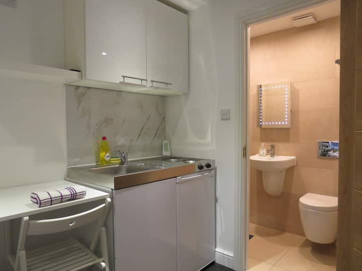 Lovely Studio Flat near Hyde Park Bayswater W2, F3