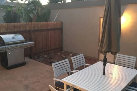 3Bd Modern Townhouse Near Disney & Knotts w/garage - Rekkehus