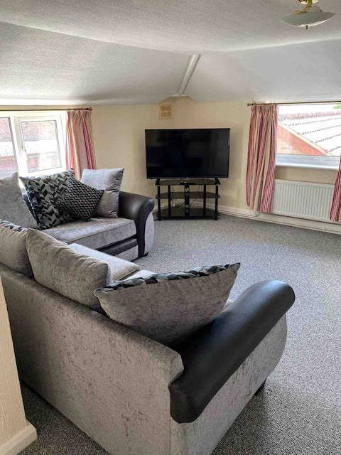 Spacious 3 bedroom  apartment in country setting