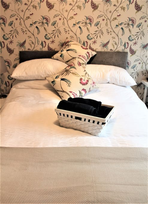 Very comfy bed, duvet & pillows -Towels provided