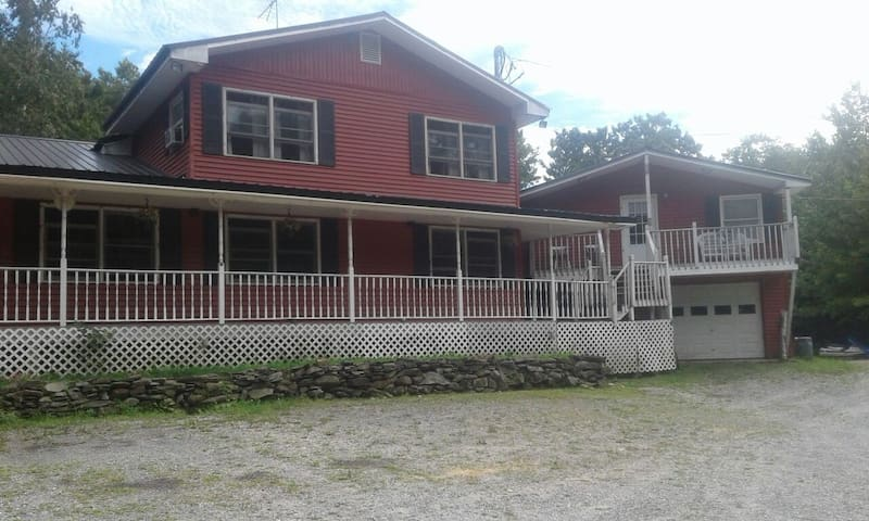 Enjoy all that Rocke n Horse Farm has to offer - East Otis - Apartamento