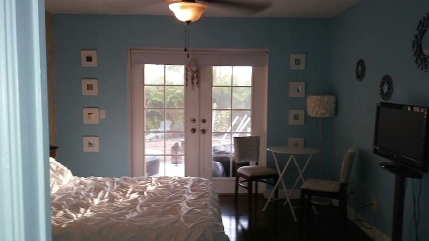 Your own Oasis and sunny Cape - Cape Coral - Bed & Breakfast