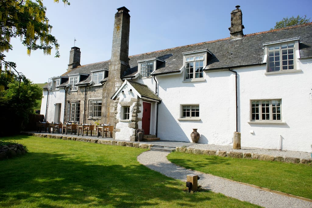 Grade 2 listed  farmhouse Devon with 5 ensuite kingsize rooms
