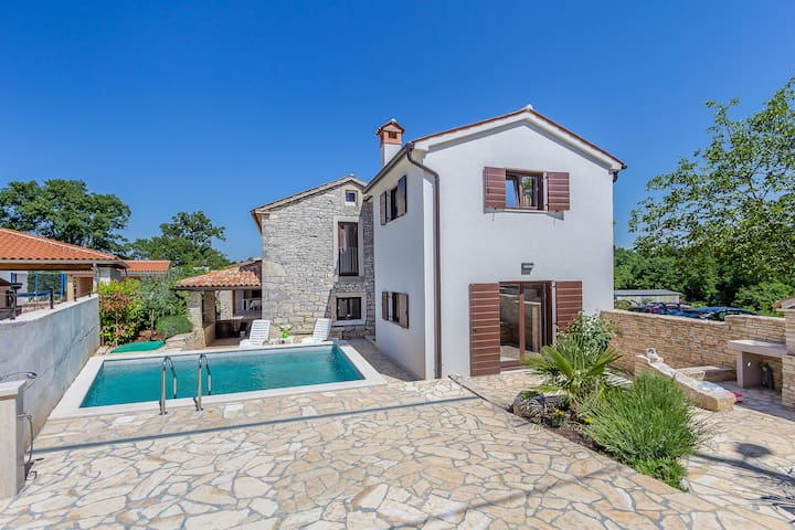 2 bedroom villa in quiet location - Peresiji - House