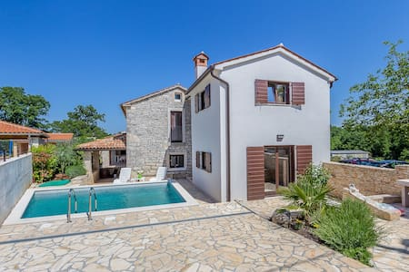 2 bedroom villa in quiet location - Peresiji - Casa