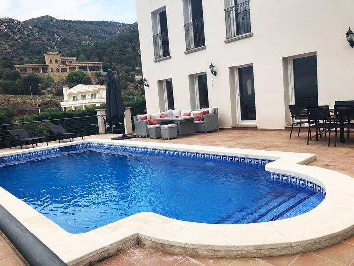 Villa avec Piscine et Panorama sur montagne et mer
