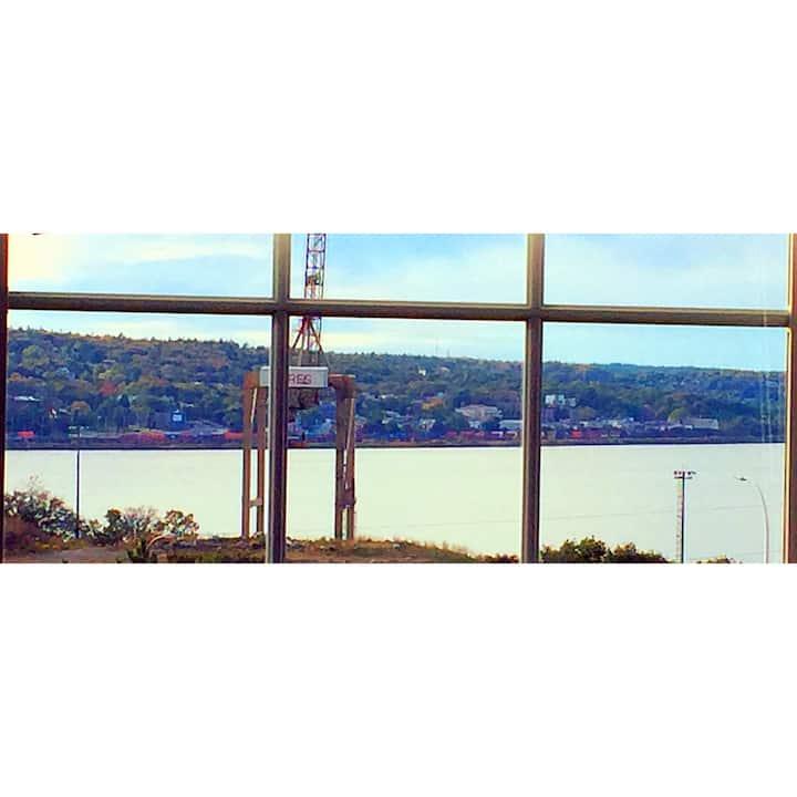 Spacious Room, Stunning Harbour Views.