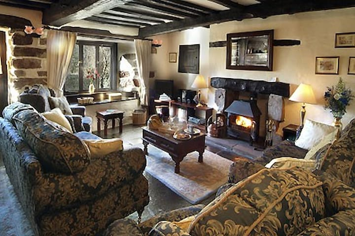 Bridge End Farmhouse, Select Cottages, 5* sleeps 8 - Boot, Eskdale. - Huis