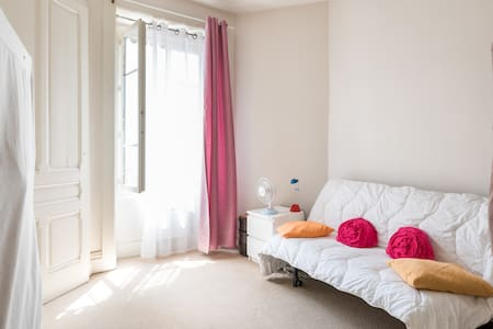 Chambre individuelle lumineuse dans appartement