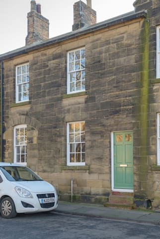 Percy House period cottage in historic Alnwick