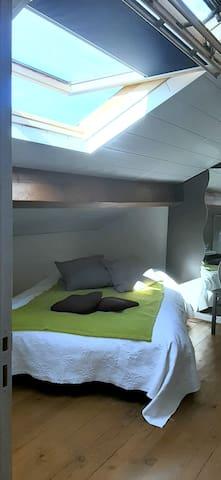 Chambre  2 mansardée  lit double