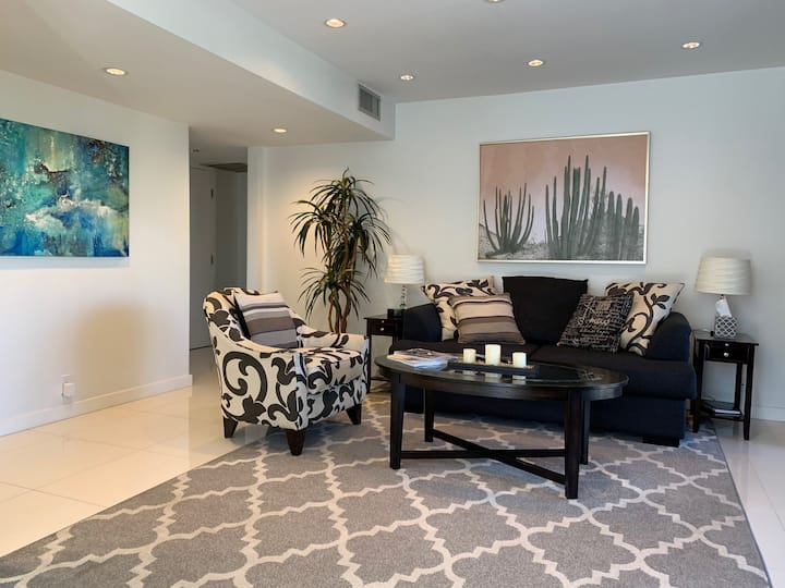 Renovated Resort Style 2-Bed 2-Bath POOLS ARE OPEN