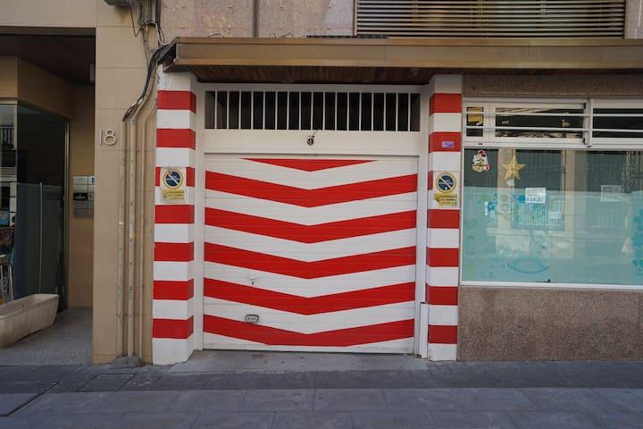 GARAJE EN PARKING PRIVADO PARA 1COCHE EN EL CENTRO
