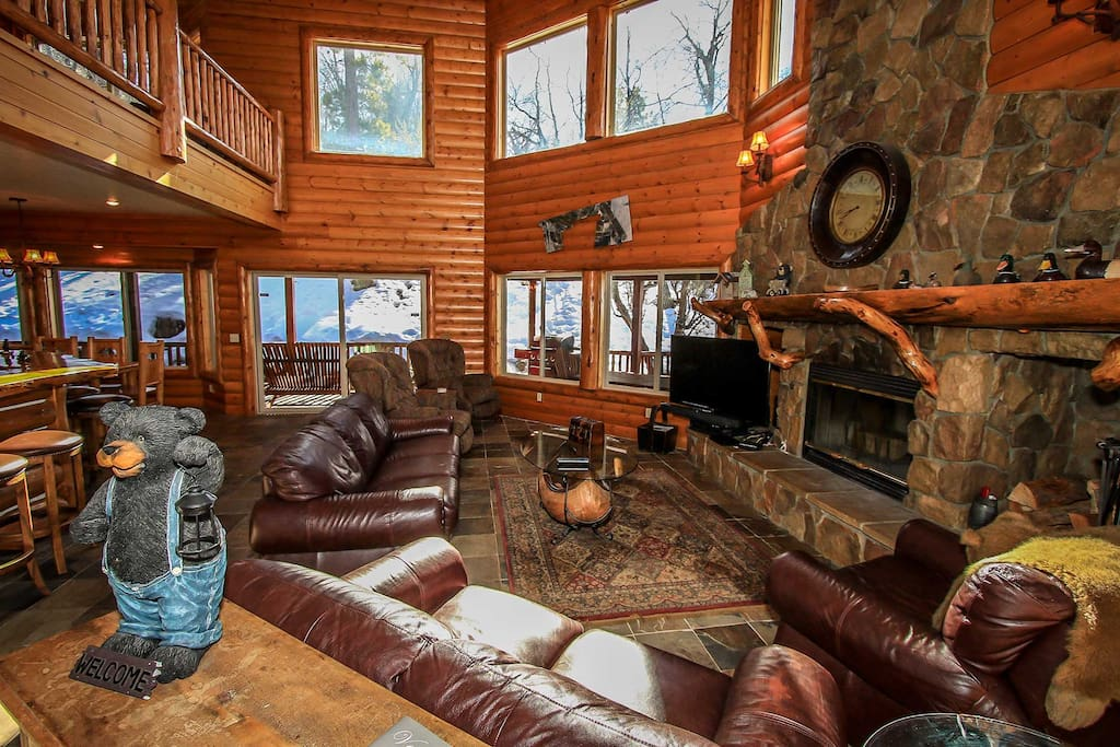 Couch,Furniture,Chair,Siding,Indoors