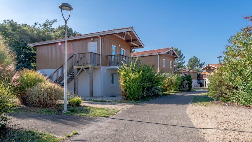 Maison près du lac | Piscine extérieure + Toboggan + Piscine intérieur