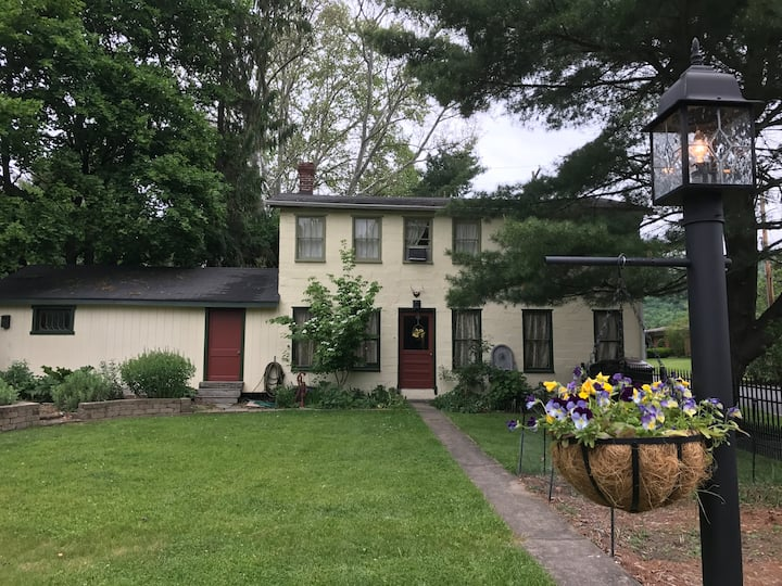 The Carriage House - 15min from State College