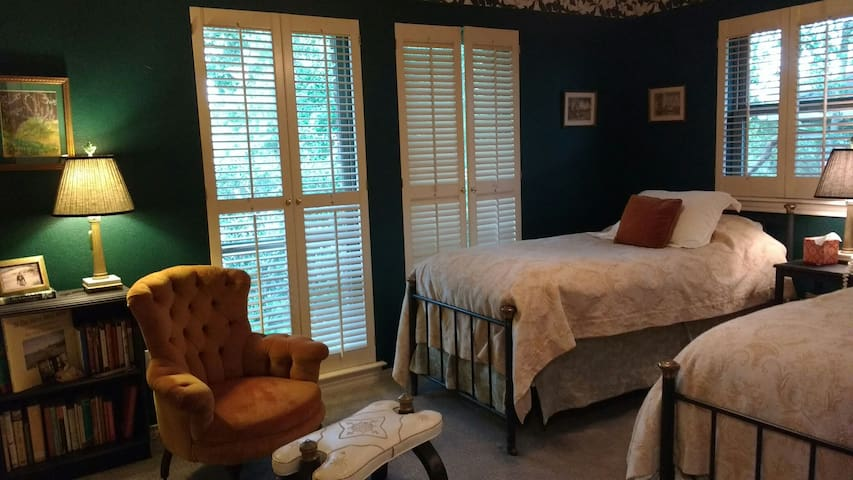 Lake Highlands Twin Guest Room - Dallas