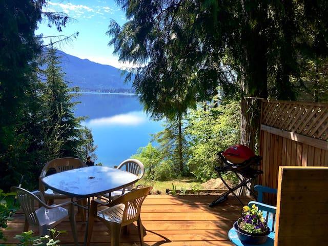 Classic Christina Lakeside Cabin