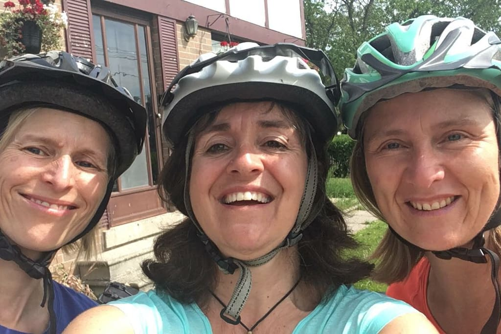 This wonderful west - Toronto girls wanted to explore the bluffs in their bikes, such a wonderful, positive minded beautiful group of people, extremely neat and clean. Since I was working the morning they left, they decided to have this kind gesture of taking a selfie outside the house, they will never know for certain how much I appreciated this picture, I just hope I get the chance of hosting the west - cyclist girls again.