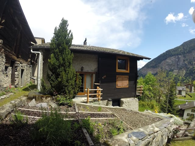 *CHAMBRE DS CHALET B&B SALVAN/MARECOTTES/MARTIGNY - Salvan - Bed & Breakfast