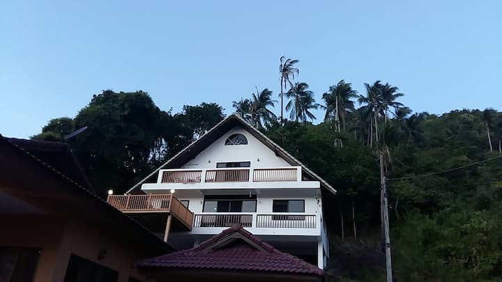 All Lennon's House Lamai  Your Home away from Home