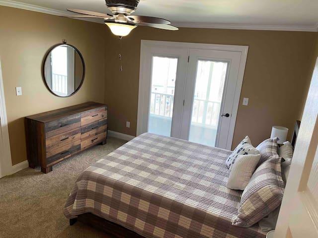 Queen Bedroom - 2nd floor