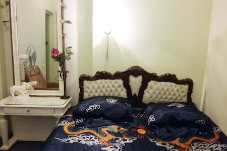 Room with Wi-Fi. Excellent location. Theaters, bea - Odesa - Appartamento