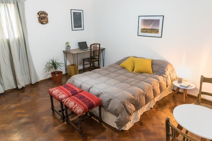 Hermosa habitación doble en el corazón de Mendoza.