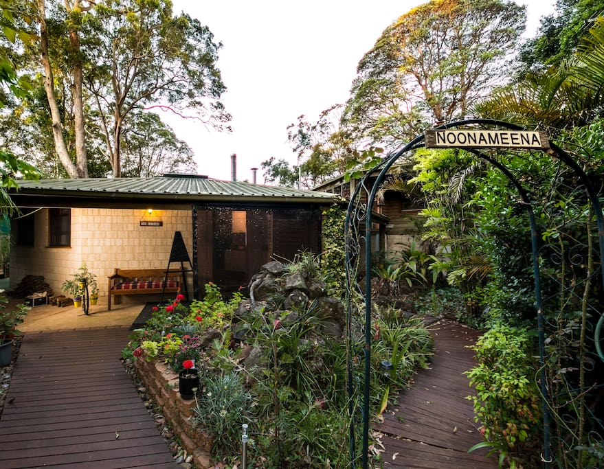 Welcome to The Cottage at Noonameena on the beautiful Tamborine Mountain