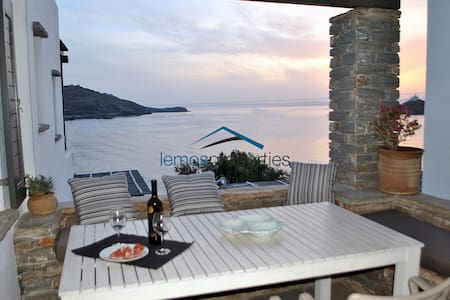 Duplex apartment with a seaview, close to the sea - Kéa