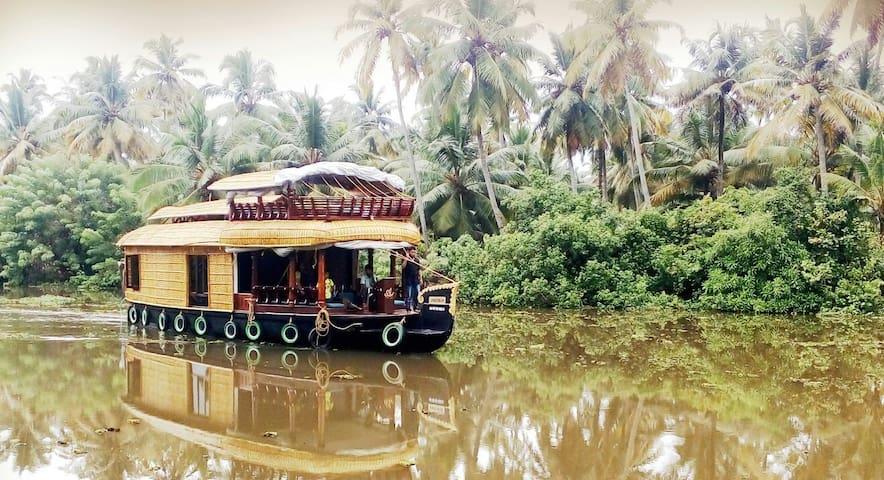 AMRUTHAM HOUSEBOATS (Kumarakom/Alleppey) - Kumarakom - Tekne