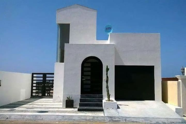 Modern luxury gated 3 bedroom home - Rosarito - Ház