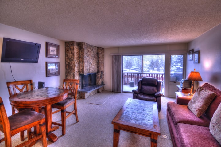 Ski-In/Ski-Out! Pool Open! Lichenhearth Condos