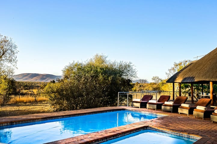 Zebula 8 Bedroom Lodge IV1