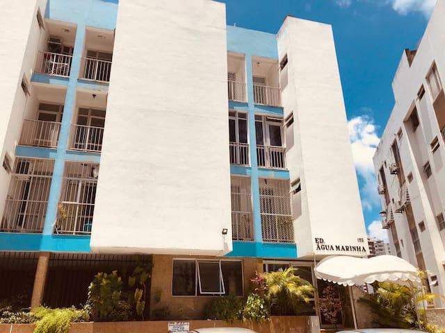 APTO (BIG) 1/4, sala e varanda em Ondina Salvador.