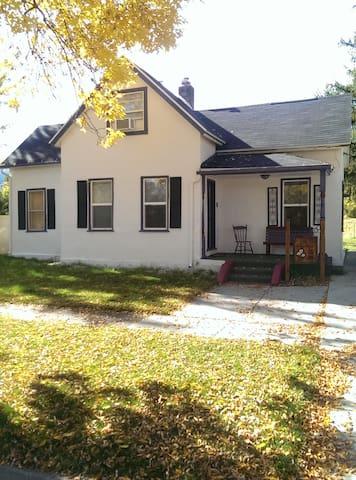 Historic Home, Downtown Wellsville - Wellsville - Maison