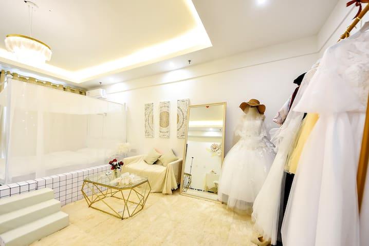 「礼遇」浪漫婚纱主题·新万达商圈·巨幕投影·瑞城民宿