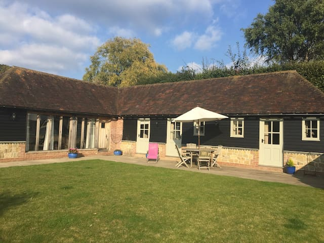 Idyllic 2 bed cottage in Byworth - Petworth - Haus