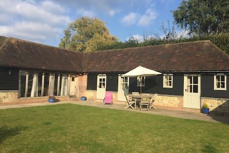 Idyllic 2 bed cottage in Byworth - Petworth - Dom