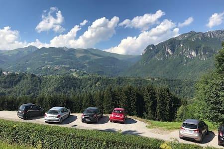 Val Taleggio, appartamento con8 posti letto+camino